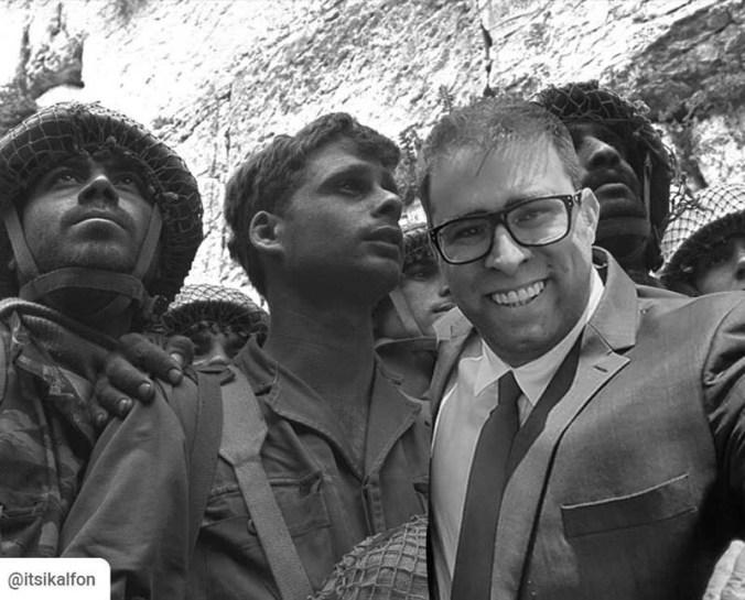 Hazan-with-Kotel-paratroopers